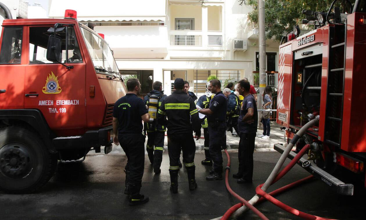 Φωτιά σε κτήριο στην Πλάκα - Απεγκλωβίστηκε γυναίκα (pics)