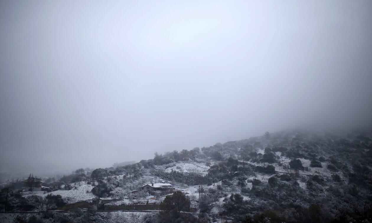 Καιρός τώρα: Με χιόνια, παγωμένες βροχές και τσουχτερό κρύο η Τετάρτη - 8 μποφόρ στα πελάγη