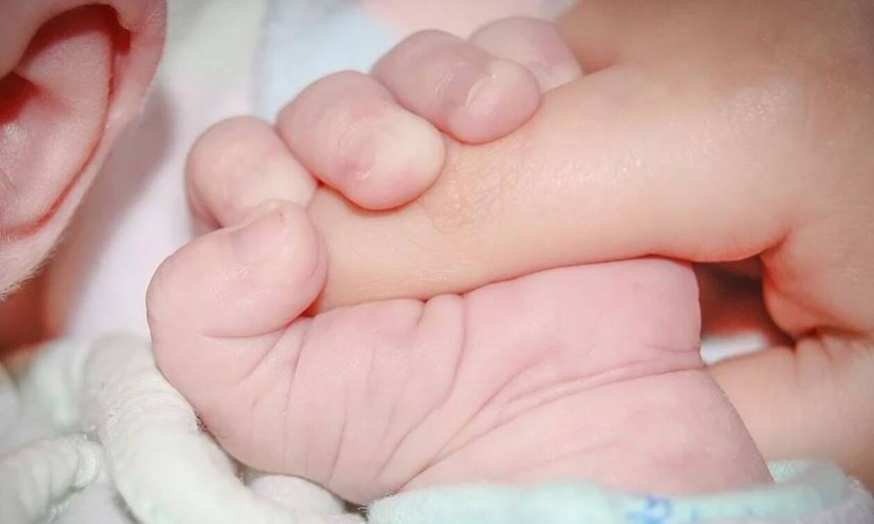 Σάλος: Μητέρα πούλησε το μωρό της για 1.800 ευρώ (pics)