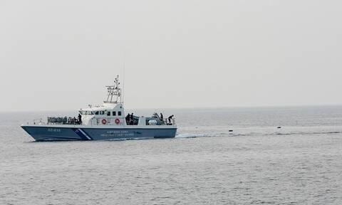 Στη Σκύρο το πλήρωμα του πλοίου που έπλεε ακυβέρνητο - Αναφορές για δύο τραυματίες