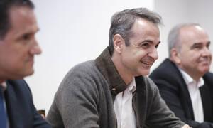 Προσφυγικό: Σύσκεψη Μητσοτάκη με δύο Ευρωπαίους Επιτρόπους