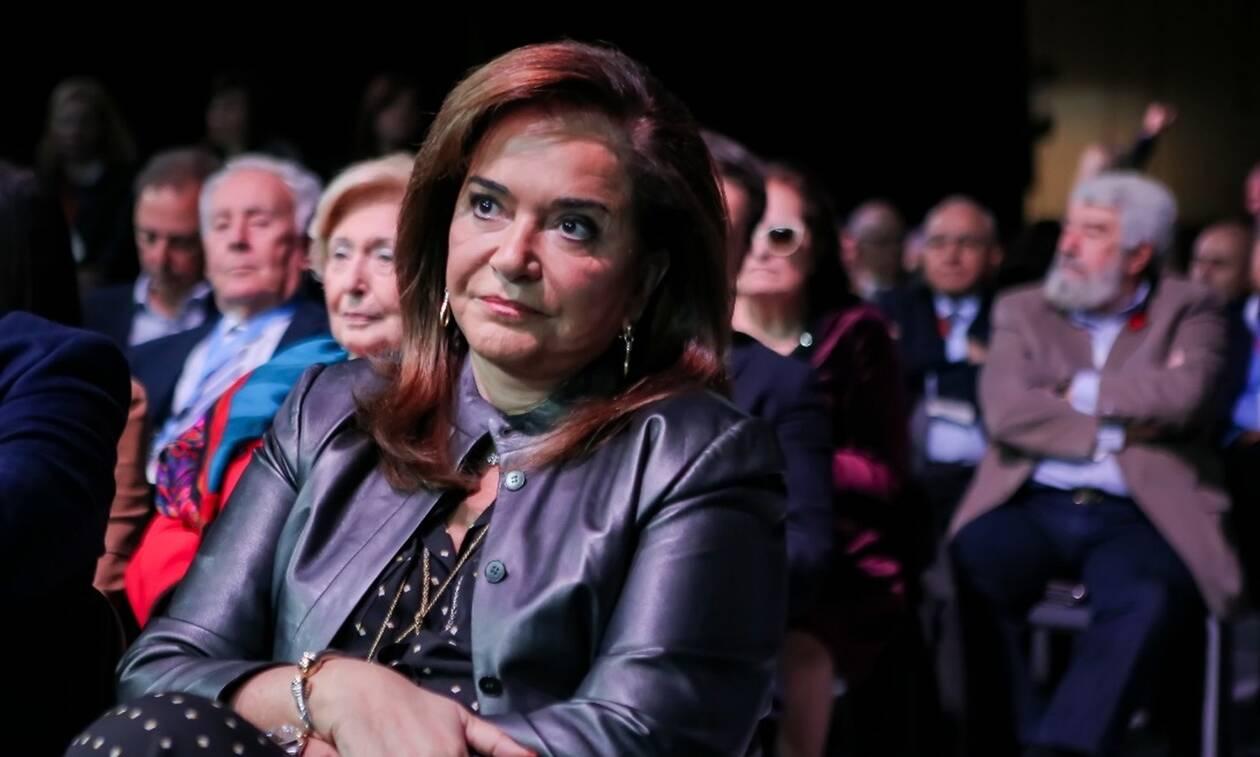 Ντόρα Μπακογιάννη: Εγώ δεν είμαι Σταϊκούρας, για μένα μεσαία τάξη είναι πάνω από 1.500 ευρώ