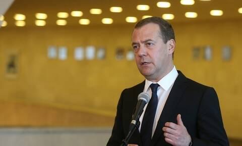 """Медведев призвал ЕС набраться мужества и """"объявить перемирие"""" в отношениях с Россией"""