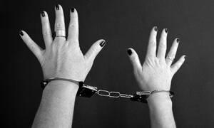 Σοκ: Καθηγήτρια υιοθέτησε έφηβο και τον έκανε σκλάβο του σεξ (pics)
