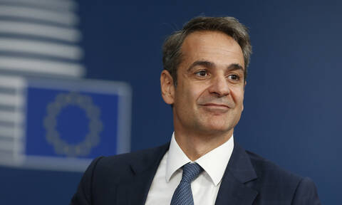 Mitsotakis meets with representatives of mobile telephony companies