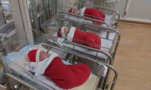 Μαιευτήριο στέλνει τα μωρά στο σπίτι μέσα σε χριστουγεννιάτικες κάλτσες (pics)