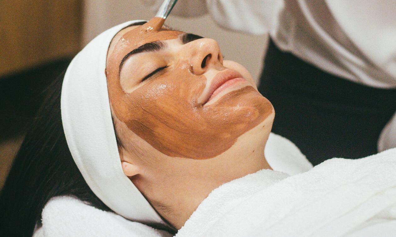 DIY μάσκα ομορφιάς για να σε βρει η νέα εβδομάδα πιο ξεκούραστη
