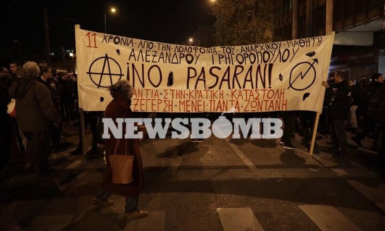 Επέτειος Γρηγορόπουλου: Σε εξέλιξη η πορεία στην Αθήνα - Χιλιάδες αστυνομικοί επί ποδός (pics)