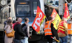 «Παραλύει» η Γαλλία λόγω συνταξιοδοτικού – Συνεχίζονται οι μαζικές κινητοποιήσεις (pics+vids)