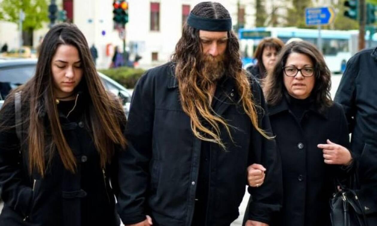Ξεσπά η μητέρα του Βαγγέλη Γιακουμάκη: «Θέλουμε να πληρώσουν όσοι έκαναν κακό στο παιδί μας»
