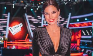 Σούπερ σέξι η Χριστίνα Μπόμπα αλλά είδες την εμφάνιση της Παπαρίζου στο χτεσινό live του Voice;