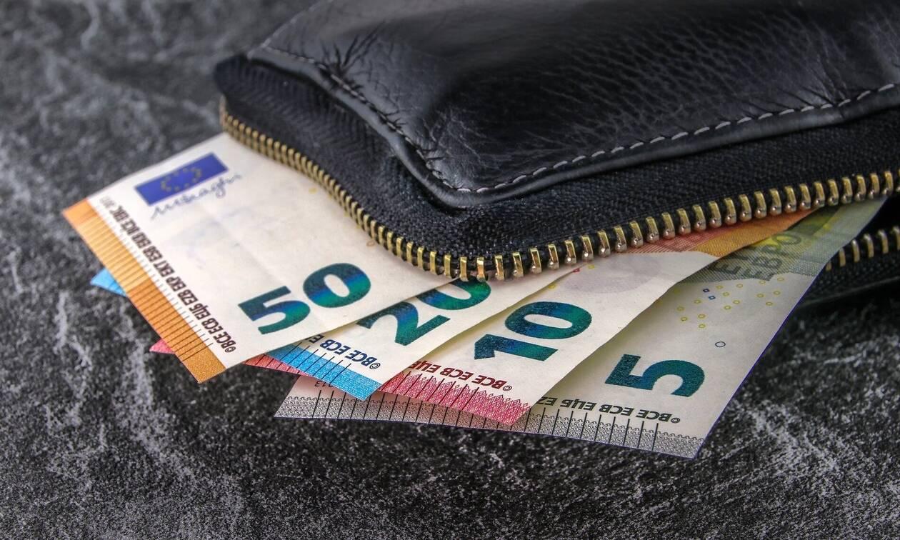 Κοινωνικό μέρισμα 2019: Η αίτηση, τα κριτήρια και οι κόφτες - Πότε θα πάρετε 700 ευρώ