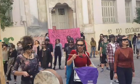 Κρήτη: Γυναίκες βγήκαν στους δρόμους με έμπνευση από τη Χιλή - «Ο βιαστής είσαι εσύ»
