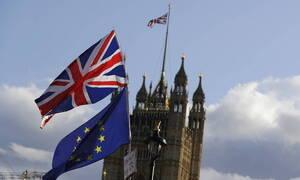 Βρετανία: Στενεύει το προβάδισμα των Συντηρητικών έναντι των Εργατικών