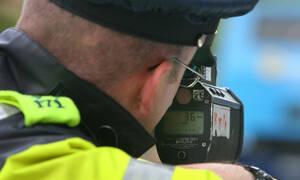 Παραβίασε το όριο ταχύτητας και είπε ΕΠΙΚΗ ατάκα στους αστυνομικούς