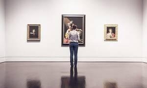 Καλλιτέχνης ξεκόλλησε και έφαγε έργο τέχνης αξίας 120.000 δολαρίων σε γκαλερί