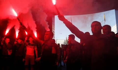 Ουκρανία: 5.000 διαδηλωτές στο Κίεβο κατά της συνθηκολόγησης με τη Μόσχα