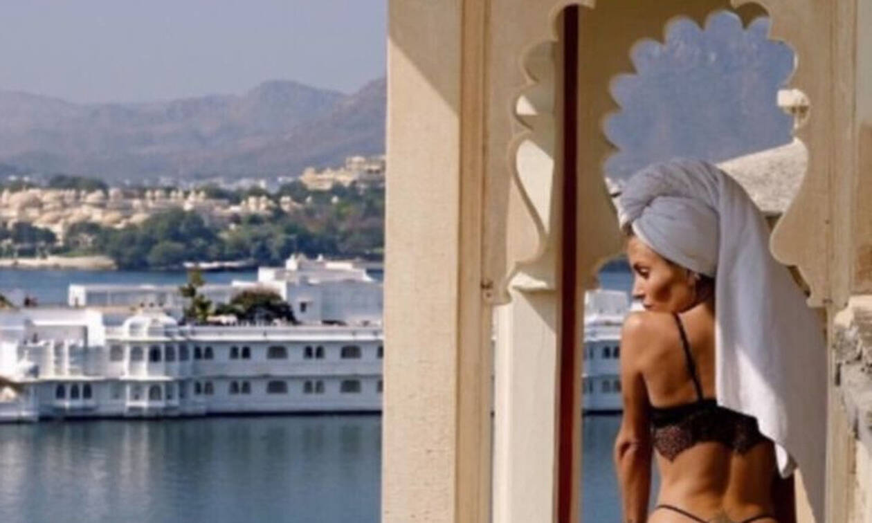 Σάλος στη Σαντορίνη: Βγήκε γυμνή στο μπαλκόνι και... (photos)