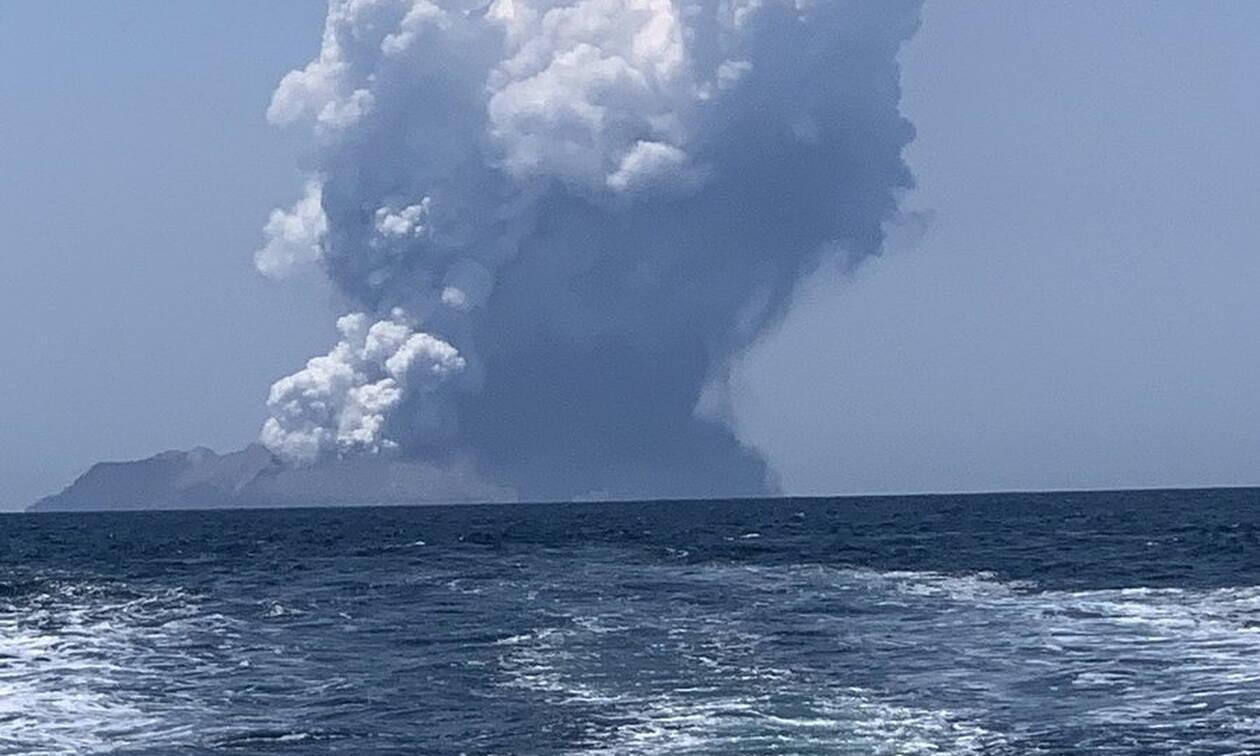 Συναγερμός στη Νέα Ζηλανδία: Τραυματίες και αγνοούμενοι από έκρηξη στο ηφαίστειο Ουακατάνε
