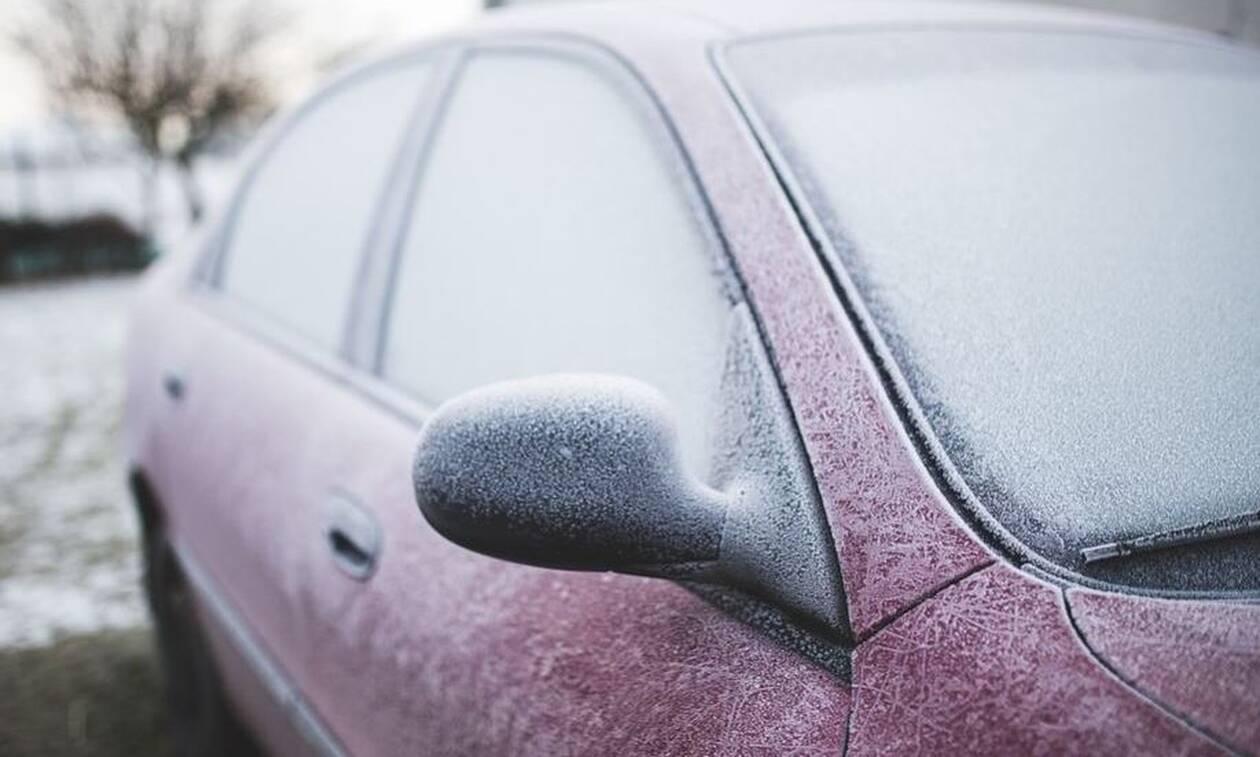 Το απόλυτο κόλπο για να ξεπαγώσετε τα τζάμια του αυτοκινήτου σας (pics)