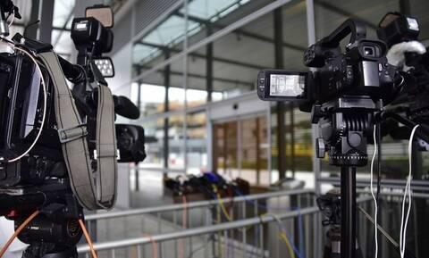 Απίστευτο περιστατικό on air: «Πάγωσε» η δημοσιογράφος (pics)
