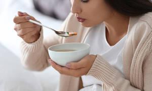 H διατροφολόγος συμβουλεύει πώς θα φτιάξουμε υγιεινές και θρεπτικές σούπες σε πέντε βήματα