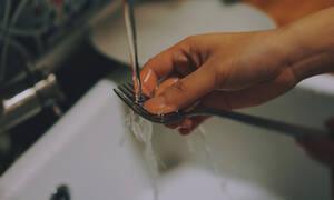 10 πράγματα που μπορείς να καθαρίσεις με το σαπούνι για τα πιάτα