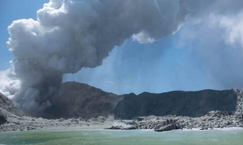 Νέα Ζηλανδία: «Όλοι στο νησί είναι νεκροί» - Ανατριχιαστικές μαρτυρίες για την έκρηξη του ηφαιστείου