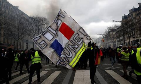 Γαλλία: Συνεχίζονται οι απεργίες για το συνταξιοδοτικό - Χάος στους δρόμους του Παρισιού