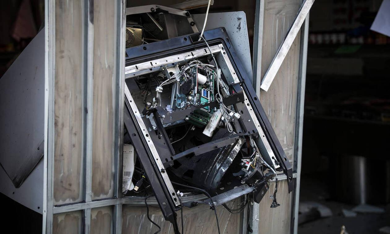 Έκρηξη σε ATM στην Ανάβυσσο - Πήραν τα χρήματα και εξαφανίστηκαν (vid)