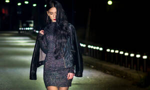 Shopping guide: Αυτά τα glitter φορέματα θα αναβαθμίσουν τις εορταστικές σου εμφανίσεις