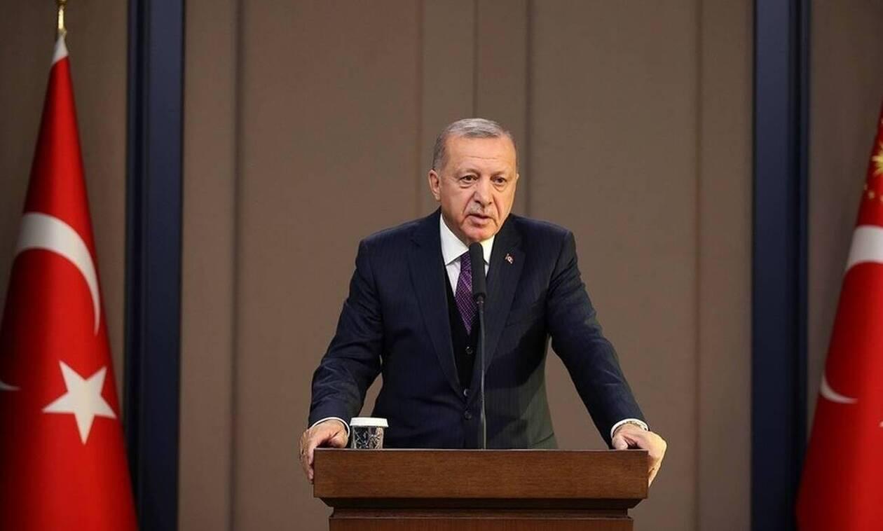 Απίστευτος Ερντογάν: Έγινε...παρουσιαστής και έφτιαξε δική του υφαλοκρηπίδα με τη μισή Μεσόγειο