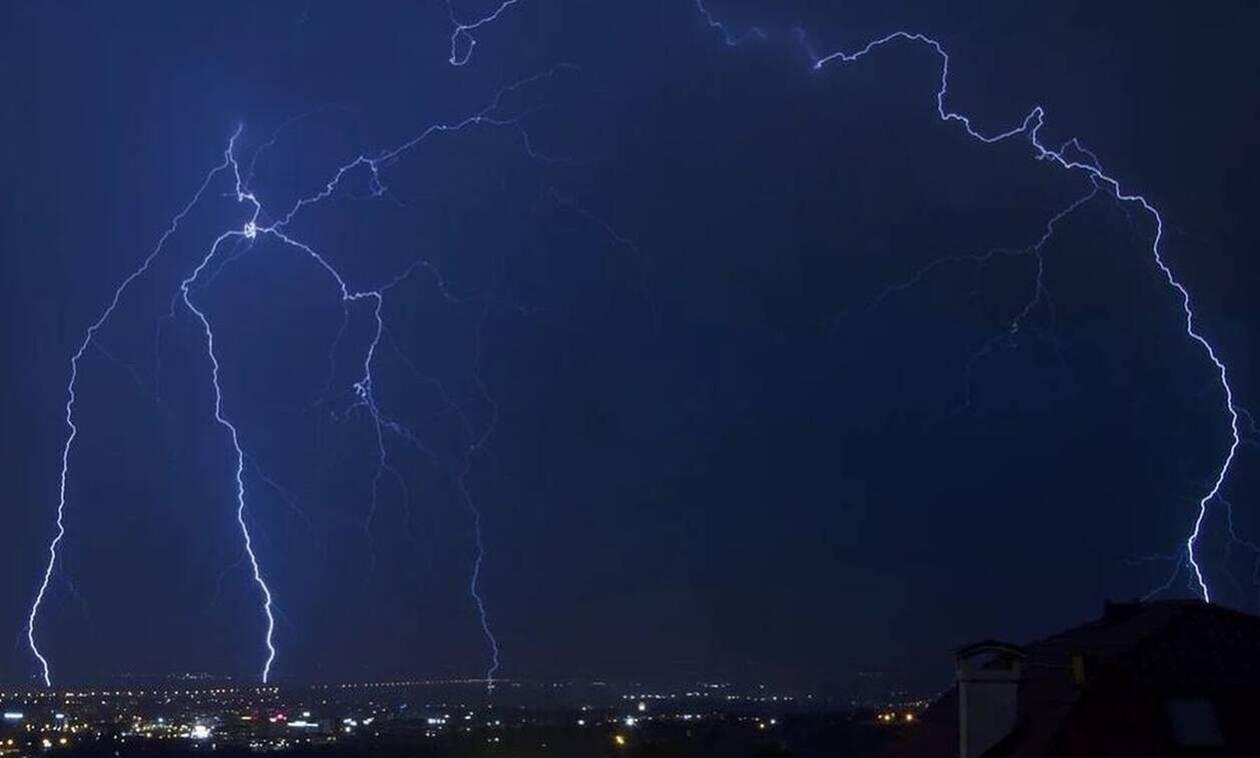 Καιρός: Η «Διδώ» κύκλωσε την Αθήνα - Αυτές οι περιοχές θα «πνιγούν» τις επόμενες ώρες