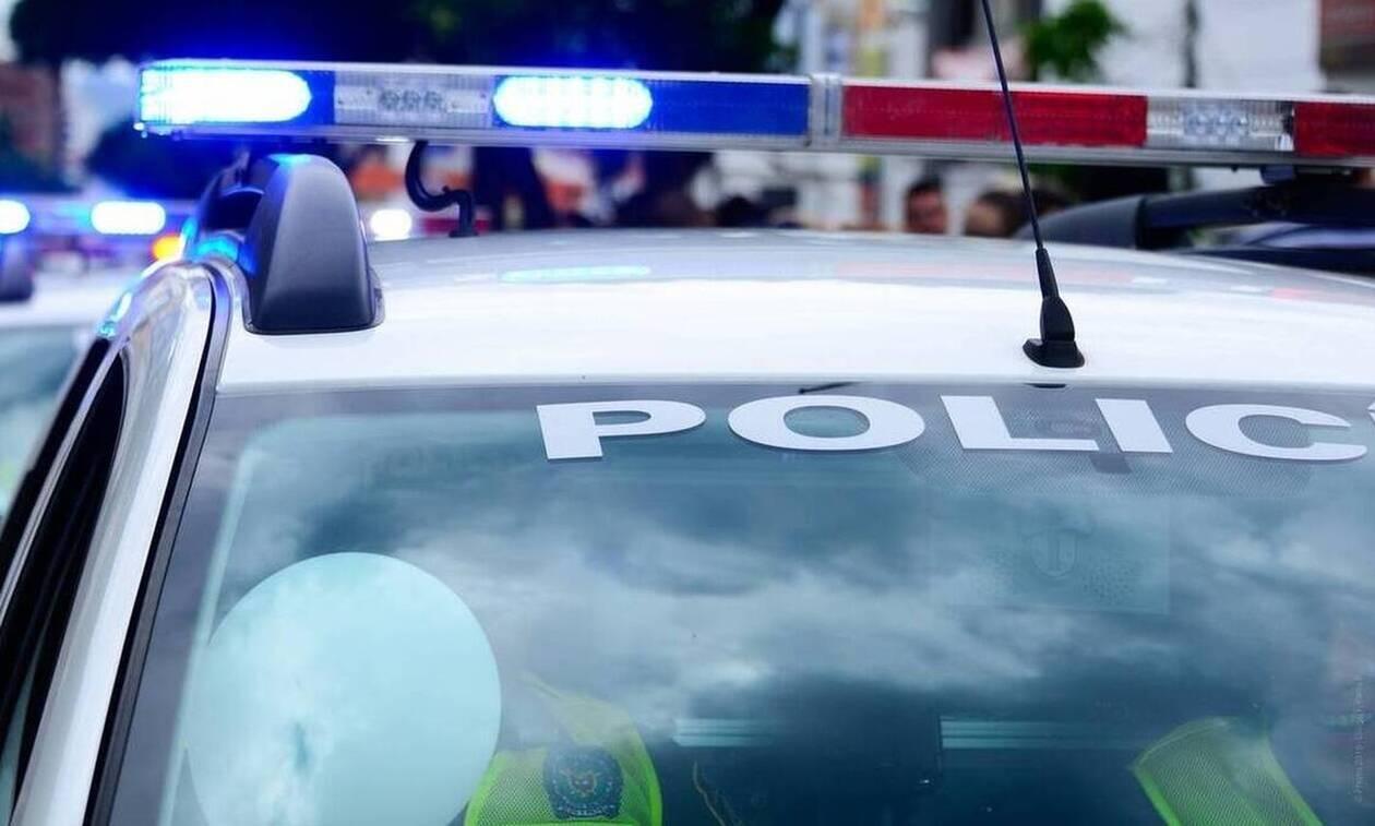 Παρίστανε τον αστυνομικό και πωλούσε ναρκωτικά στο κέντρο της Αθήνας (pics)