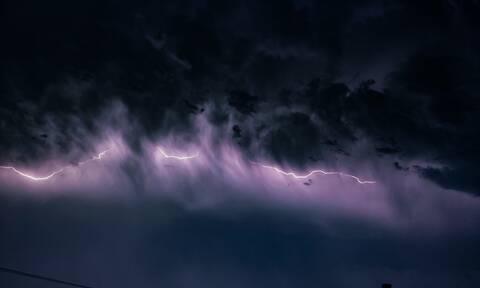 Κακοκαιρία: Η «Διδώ» σαρώνει την Ελλάδα – Πού θα «χτυπήσει» με ισχυρές βροχές τις επόμενες ώρες