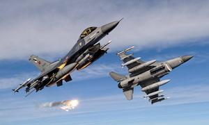 Συναγερμός στο Αιγαίο: Δύο εικονικές αερομαχίες με μπαράζ τουρκικών παραβιάσεων