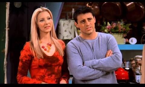 Friends: Αποκάλυψη! Γι' αυτό Τζόι και Φοίβη δεν έγιναν ζευγάρι (pics+vid)