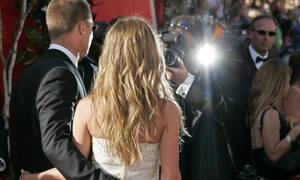 Οι fans παρατήρησαν κάτι για τη Jennifer Aniston και τον Brad Pitt και «ουρλιάζουμε» μαζί τους
