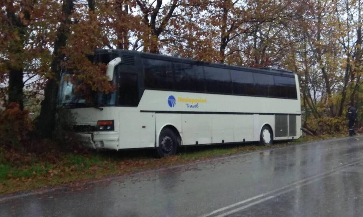 Καλαμπάκα: Τροχαίο με λεωφορείο που μετέφερε μαθητές (pics)