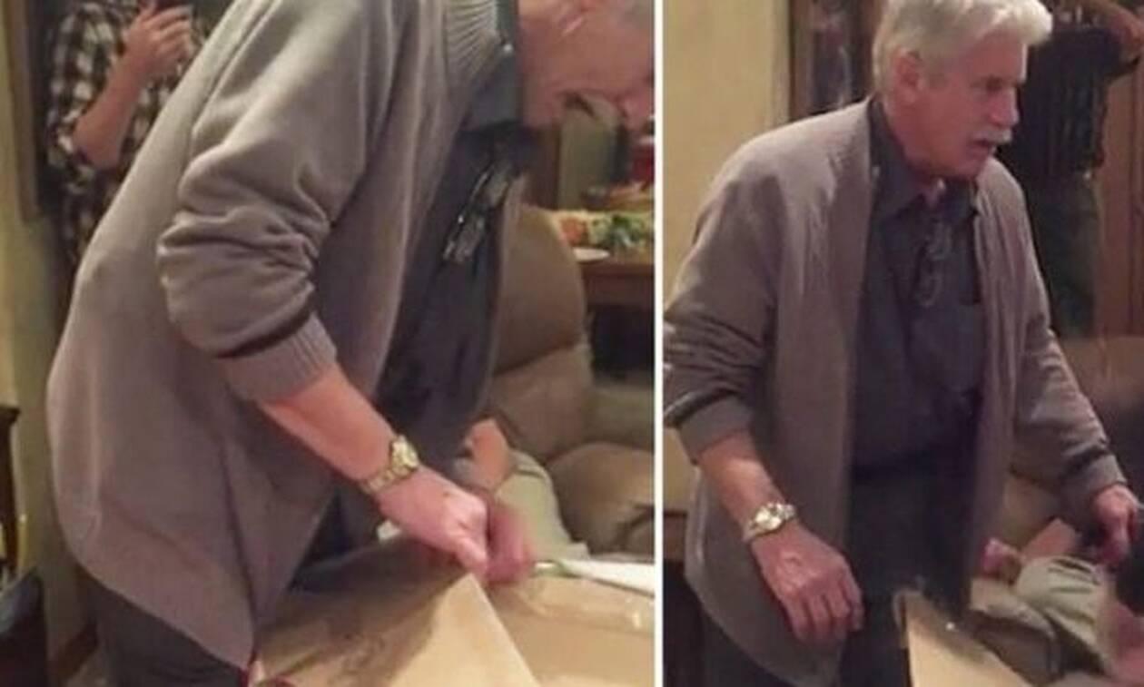 Πατέρας ανοίγει χριστουγεννιάτικο δώρο κι αυτό που βλέπει του αλλάζει τη ζωή! (vid)