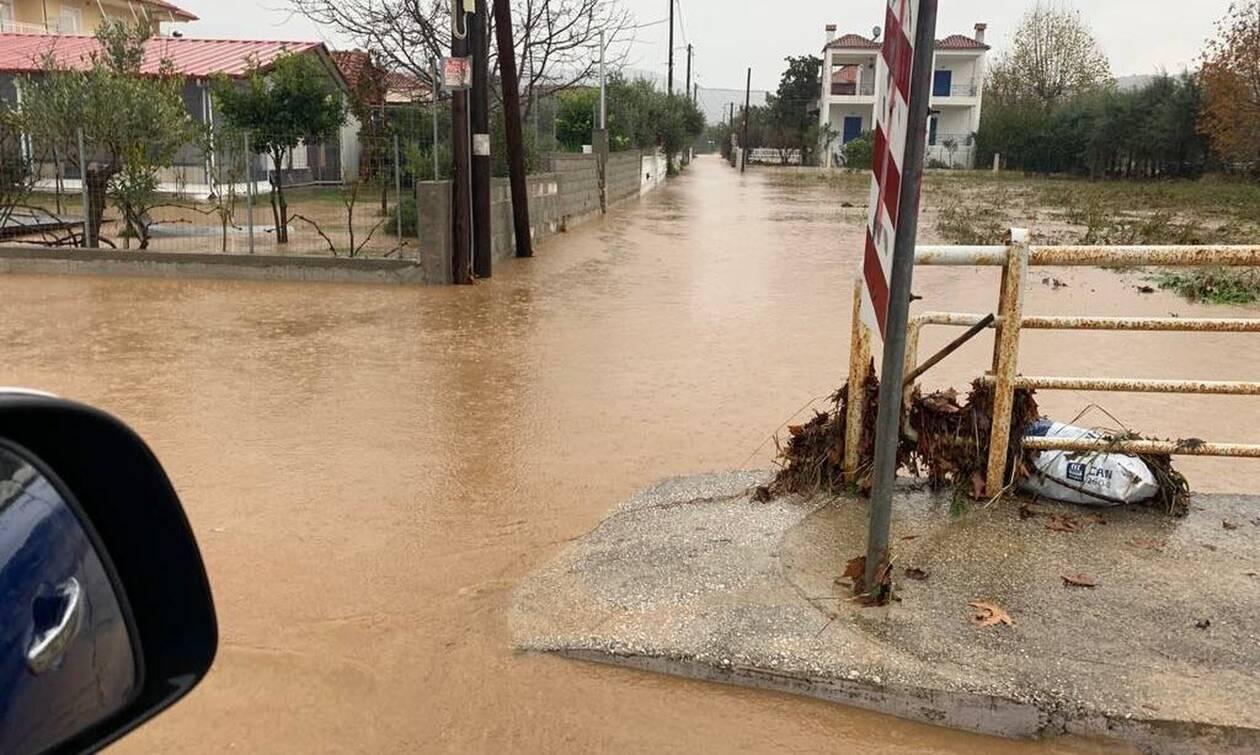 Κακοκαιρία - Λάρισα: Πλημμύρες στις παραθαλάσσιες περιοχές λόγω έντονης βροχόπτωσης (pics&vid)