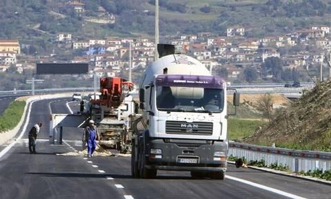 Κρήτη: «Πάγωσαν» οι οδηγοί – Δείτε τι συνέβη με μπετονιέρα στον ΒΟΑΚ (pics)
