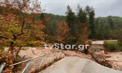Κακοκαιρία: Κομμένη στα δύο η Εύβοια - Γκρεμίστηκε γέφυρα (pics&vid)