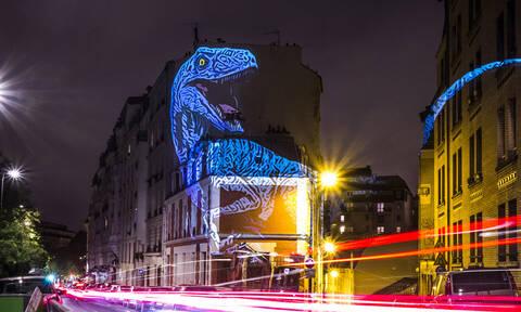 Δεινόσαυροι «κυκλοφορούν» στο Παρίσι (pics)