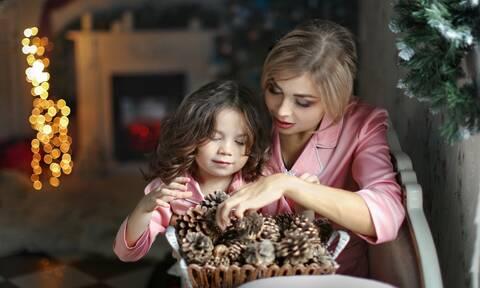Γιατί οι γιορτές των Χριστουγέννων προκαλούν άγχος στους γονείς; (pics+vid)