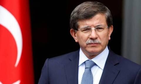 Σε «πολιτικό κλοιό» ο Ερντογάν:  Ίδρυσε κόμμα ο Νταβούτογλου, πολύ σύντομα και ο Μπαμπατζάν