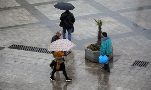 Καιρός: Επιμένει η κακοκαιρία και την Παρασκευή - Βροχές, καταιγίδες και χιόνια