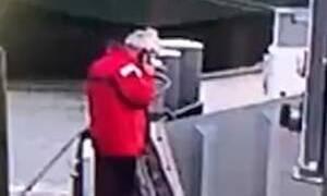 Θαύμα στο λιμάνι: Δείτε πώς σώθηκε εργάτης
