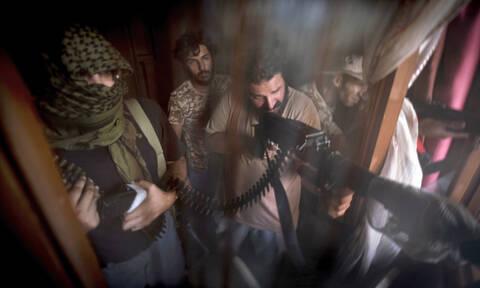 Εμφύλιος πόλεμος στη Λιβύη: Ο στρατός του Χαφτάρ προελαύνει στην Τρίπολη