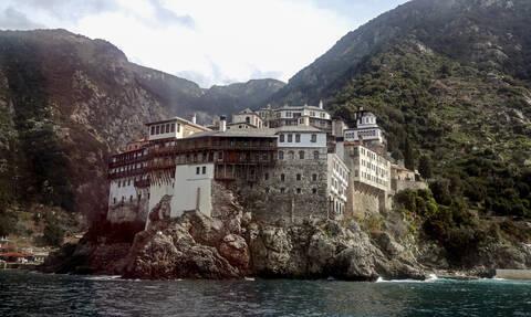 Θρίλερ στο Άγιο Όρος: «Βουτιά» θανάτου για 28χρονο - Κρατούσε αγκαλιά μια εικόνα της Παναγίας